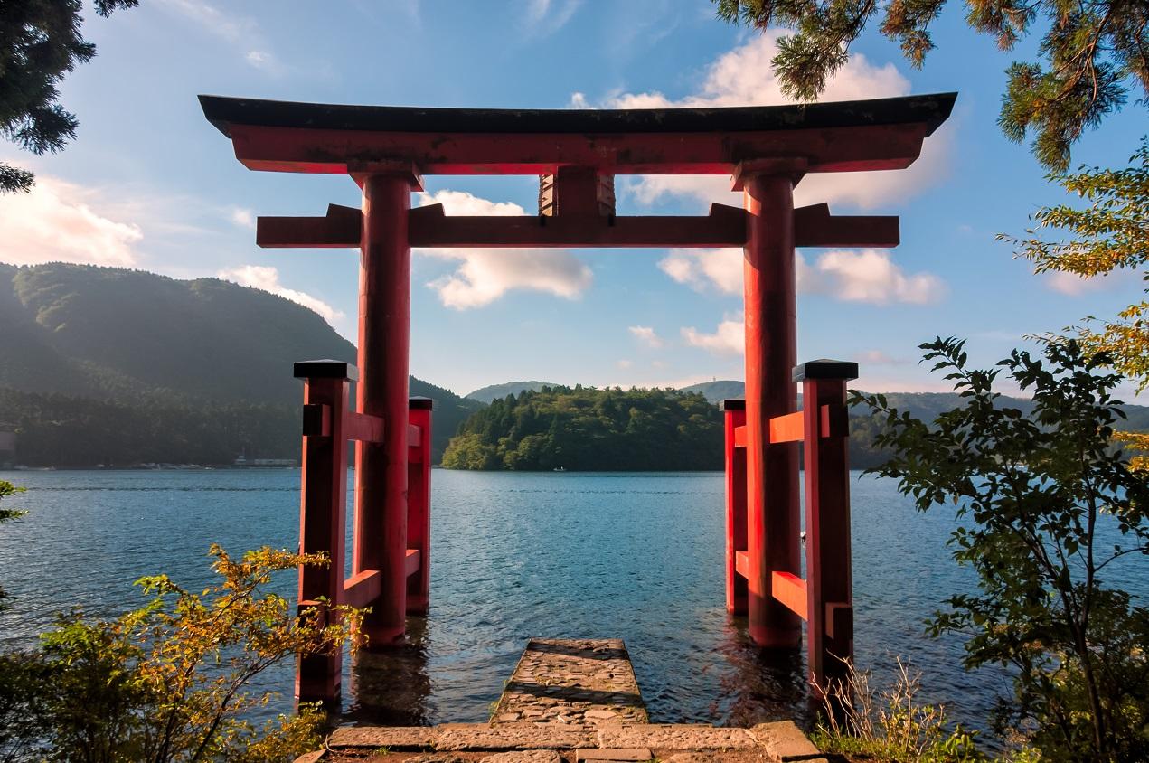 Lake-Ashi-langa-Muntele-Fuji-Japonia-Tara-Soarelui-Rasare