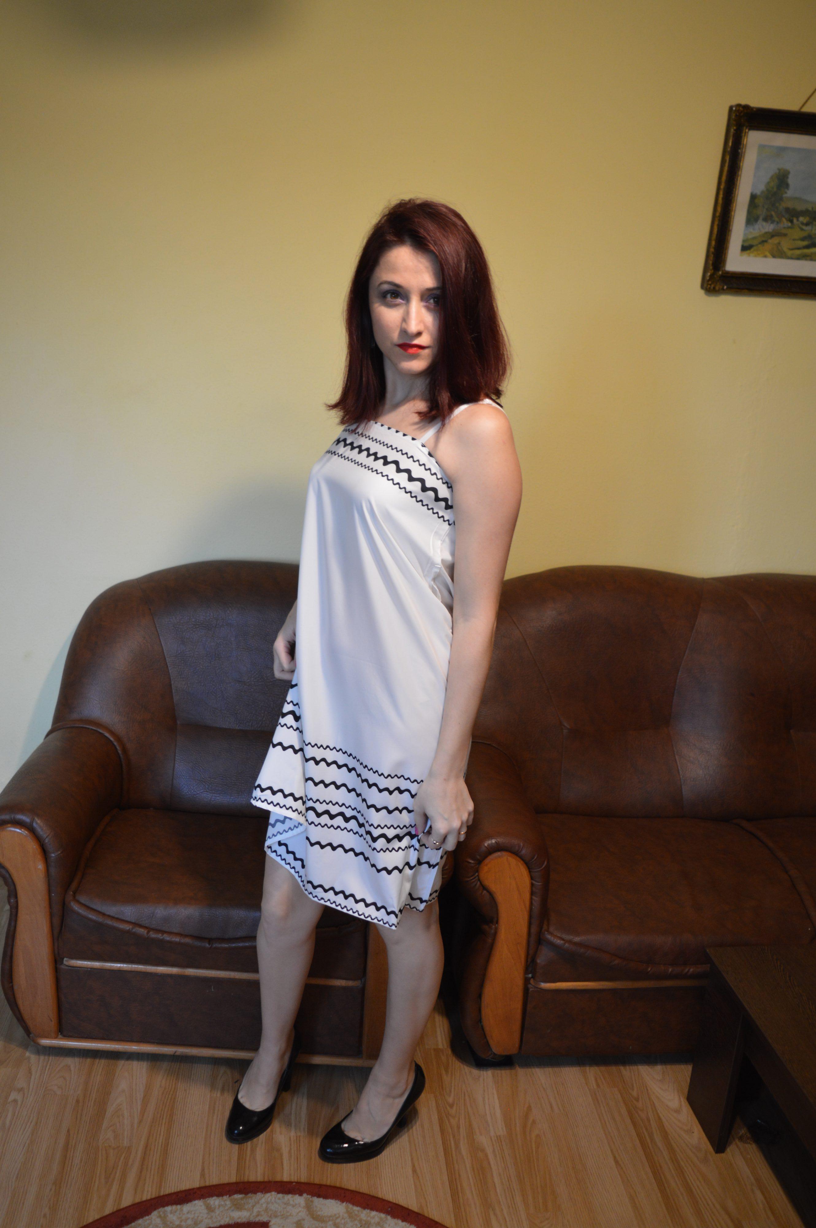 Rochia albă Zaful