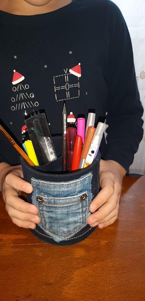 suport de creioane din blugi