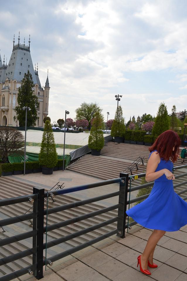 rochie albastră elegantă